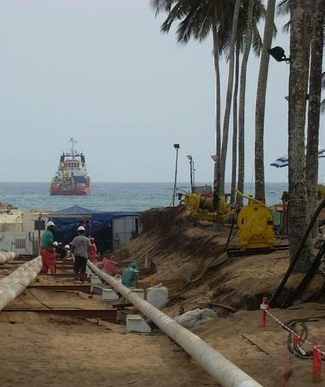 assistance-sous-marine-pour-du-forage-dirigé-et-le-tirage-un-pipeline-acier-en-cote-ivoire-addah-abidjian