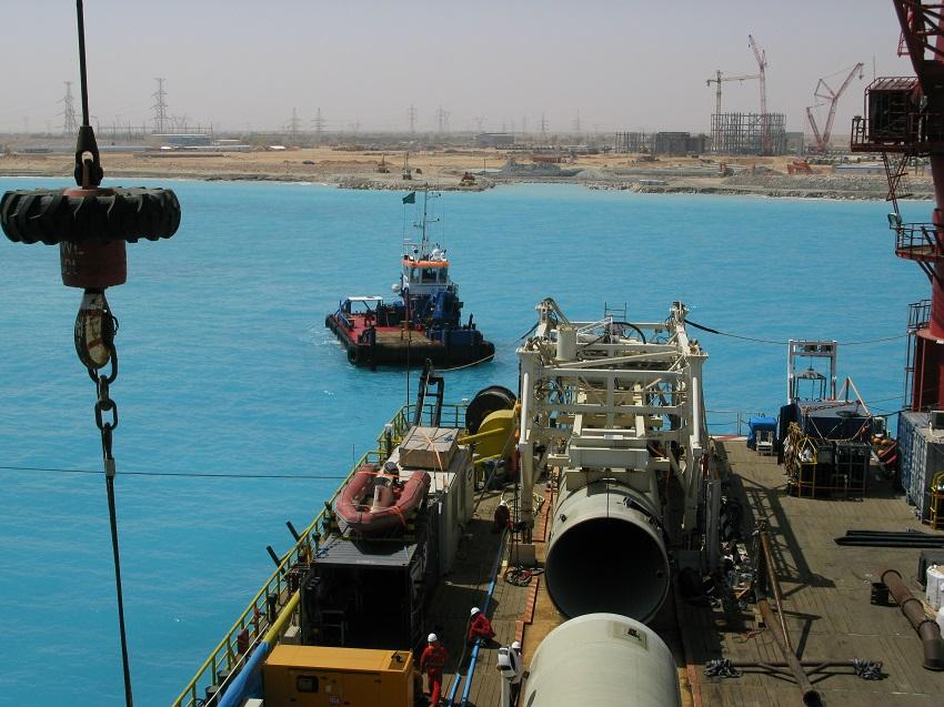 assistance-sous-marine-pose-pipeline-acier-GRP-installation-complète-bouée-SBM-pipeline-spool-PLEM-pour-alimenter-une-centrale-thermoélectrique- à-gasoil-et-pour-le-refroidissement-en-eau-de-mer-des turbines-électriques